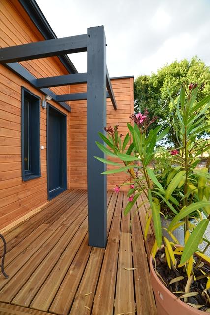 Maison en bois la chapelle montreuil vienne 86 delrieu for Construction bois 86