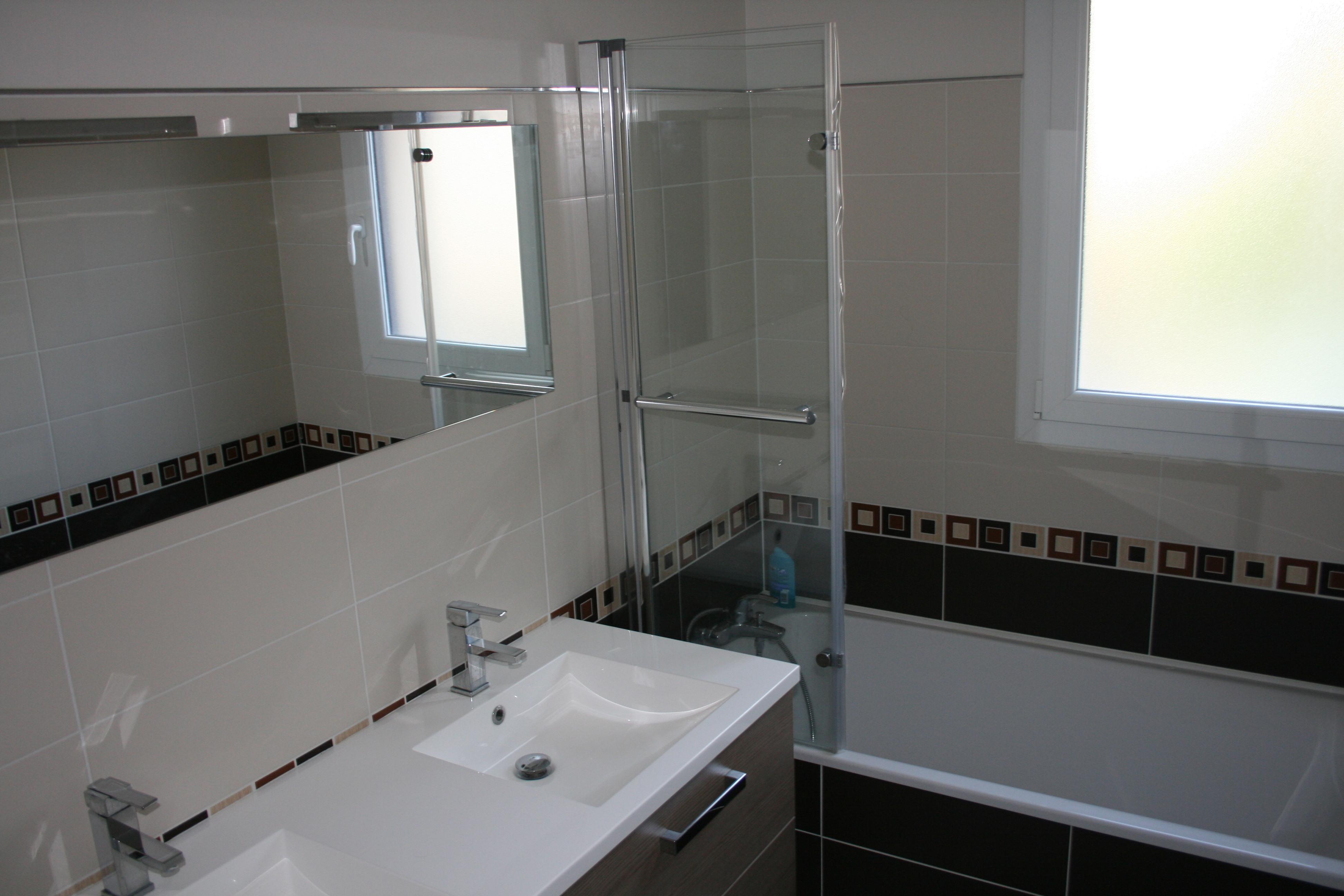 Maison vendre de 110 m bressuire delrieu construction - Salle de bains enfants ...